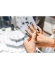 Jak wybrać rozmiar pierścionka zaręczynowego